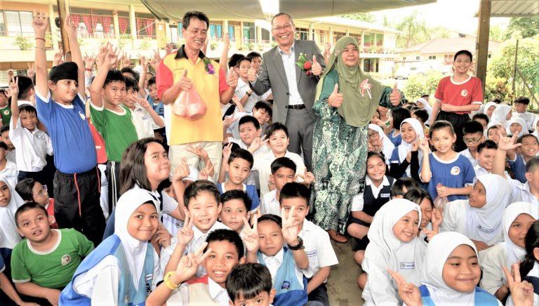 340 'bubur lambuk' packs distributed at school