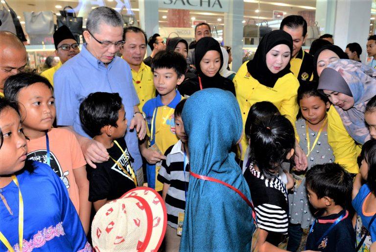 Orphans, asnaf treated to Gawai-Raya shopping