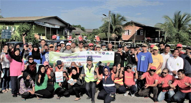 Work party to rid village of aedes