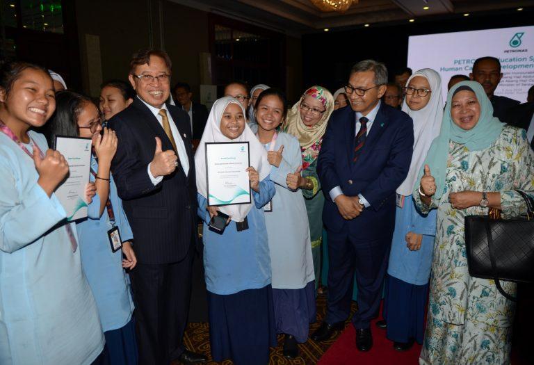 149 students receive Petronas scholarship