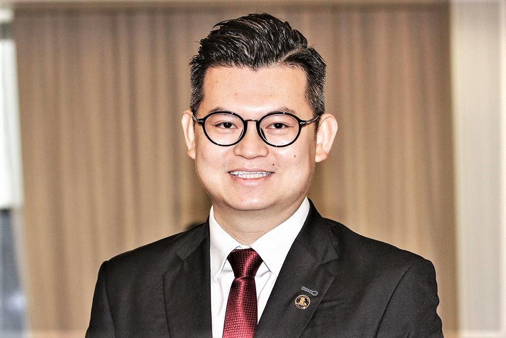 Dr Kelvin Yii
